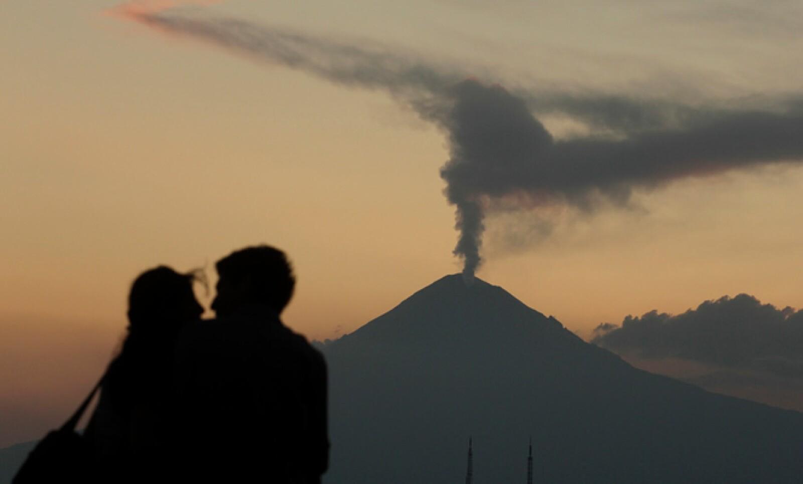 Don Goyo ha tenido erupciones intermitentes desde diciembre de 1994, pero generalmente sólo ha lanzado ceniza.