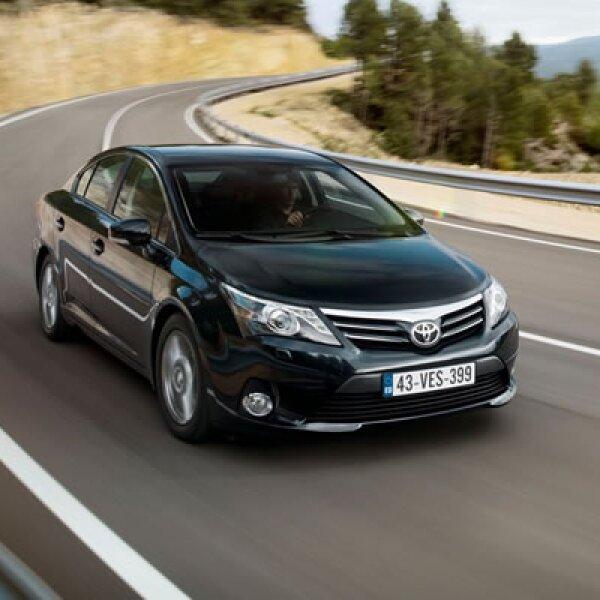 En cuanto a seguridad, el Avensis cuenta con sistema de frenos ABS, control de tracción TRC e incluso un sistema de estabilidad en sus dos ejes.