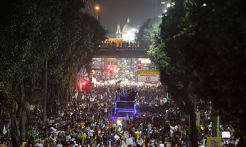 La población en Brasil se queja de elevados impuestos, inflación, corrupción y malos servicios. (Foto: Reuters)