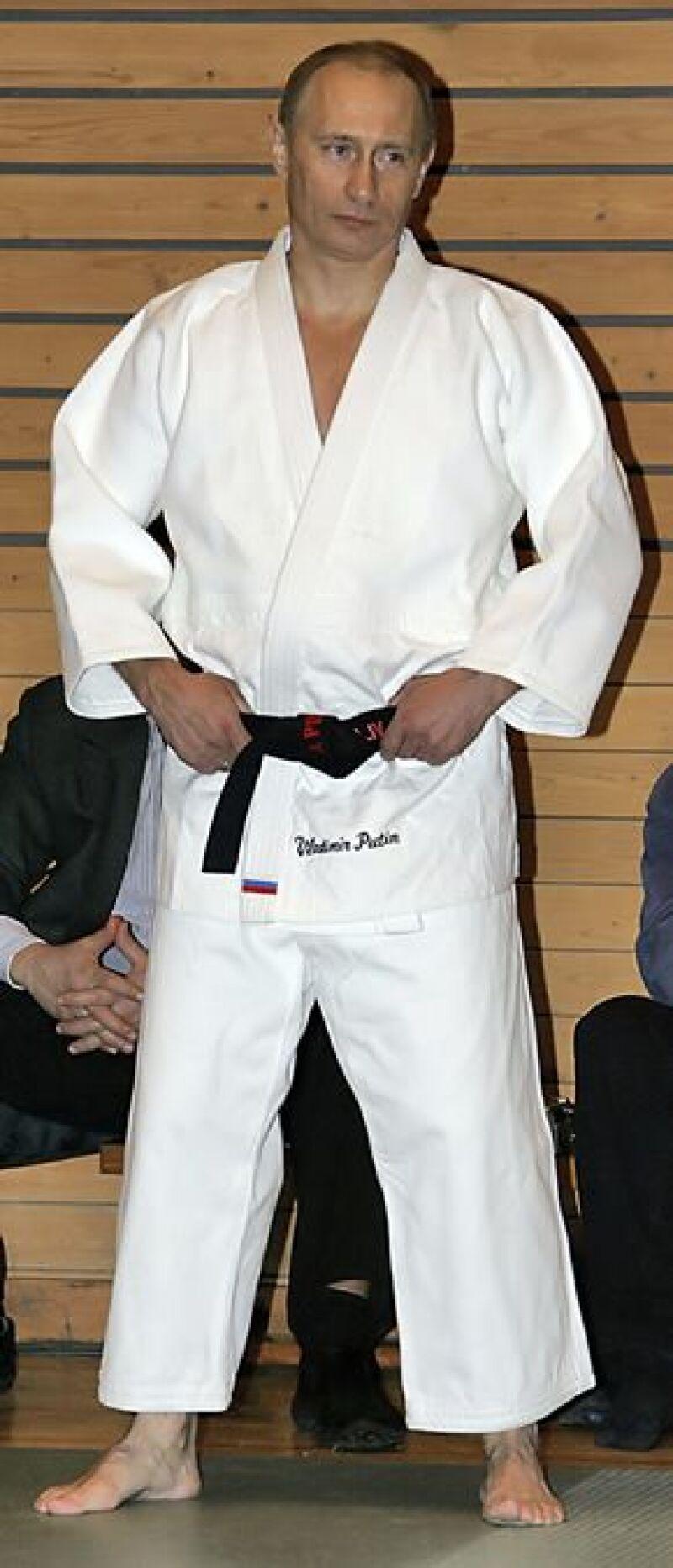 El primer ministro ruso presentó su primer DVD de este deporte, el cual practica desde pequeño.