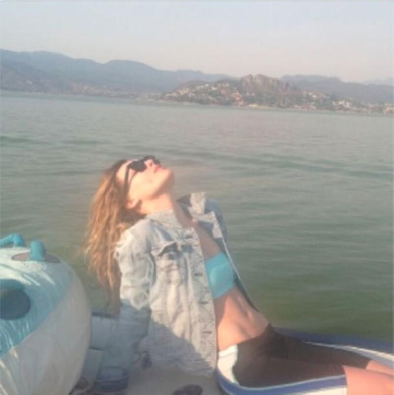 La cantante posteó imágenes y videos de sus recientes vacaciones, las cuales disfrutó demostrando sus habilidades en el esquí acuático.