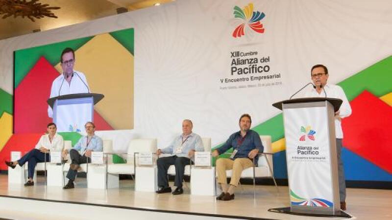 Ildefonso Guajardo, secretario de Economía, dijo que trabajar con el equipo de transición en la negociación del TLCAN manda una buena señal a EU y Canadá.