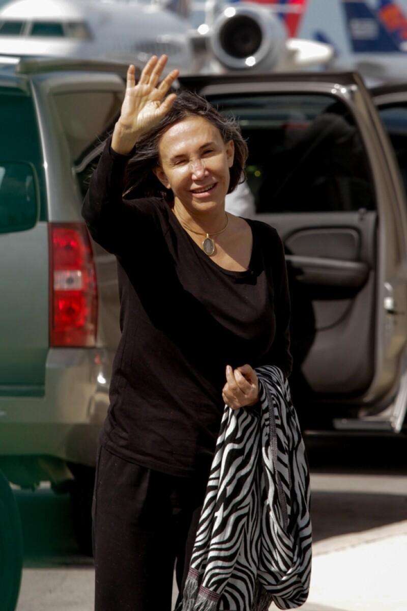 Así saludó esta mañana a los medios de comunicación Florinda Meza, antes de volar desde Cancún hacia Toluca.