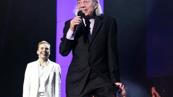 Manuel 'El Loco Valdés' subió al escenario para cantar 'El médico brujo'.