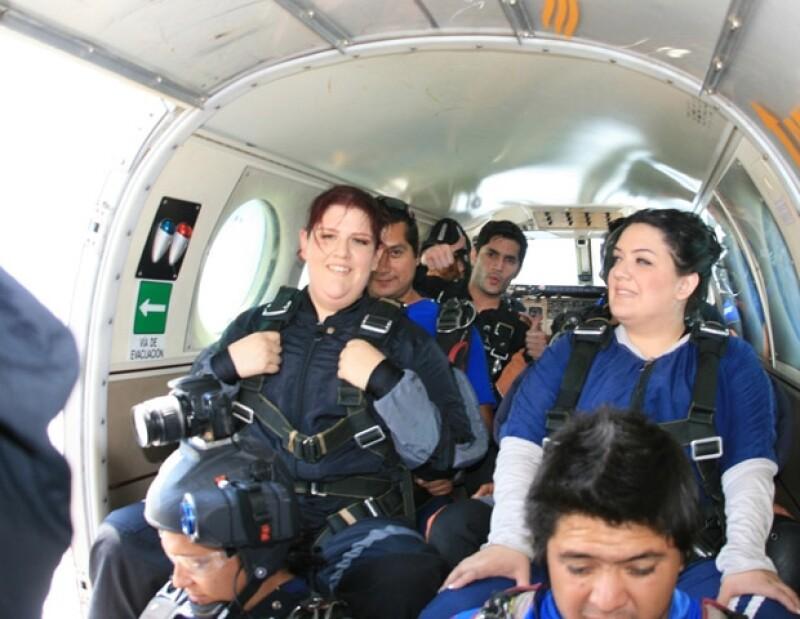 Daniel al momento de ir en el avión, en Cuautla, Morelos, momentos antes de saltar.