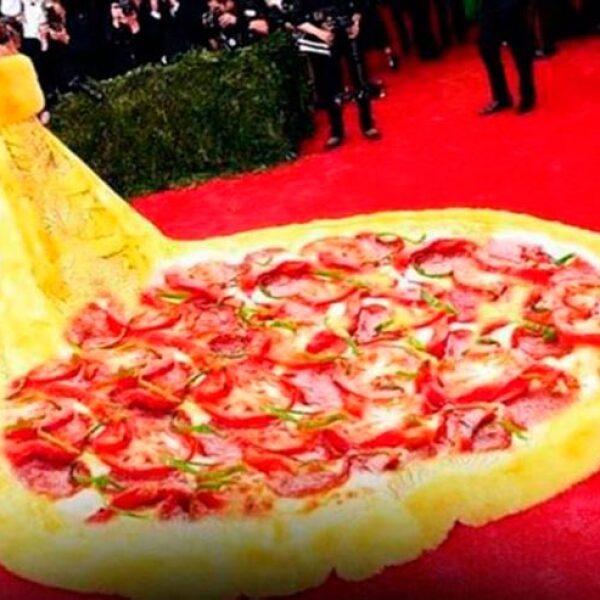 El impresionante vestido amarillo que lució Rihanna anoche fue comparado con una gran pizza.