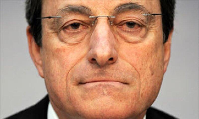 El jefe del BCE, Mario Draghi, ha dicho que se busca apoyar a la economía ayudando a los bancos. (Foto: Cortesía CNNMoney.com)