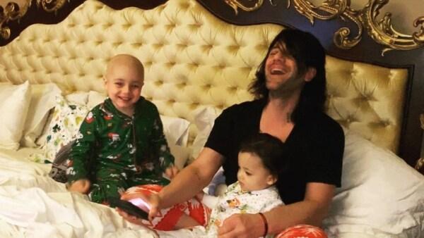 Criss Angel y sus hijos Johnny Crisstopher y Xristos Yanni