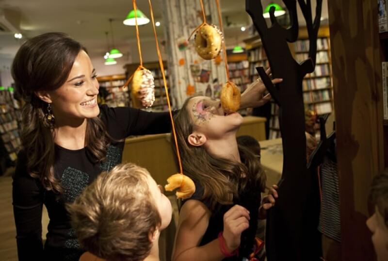 La hermana de la Duquesa de Cambridge organizó una reunión con niños para promover su libro `Celebrate: A Year of Festivities for Families and Friends´.