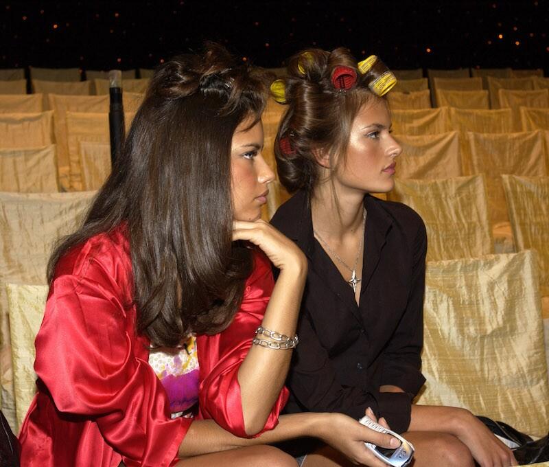 Alessandra Ambrossio y Adriana Lima durante el desfile de Victoria's Secret