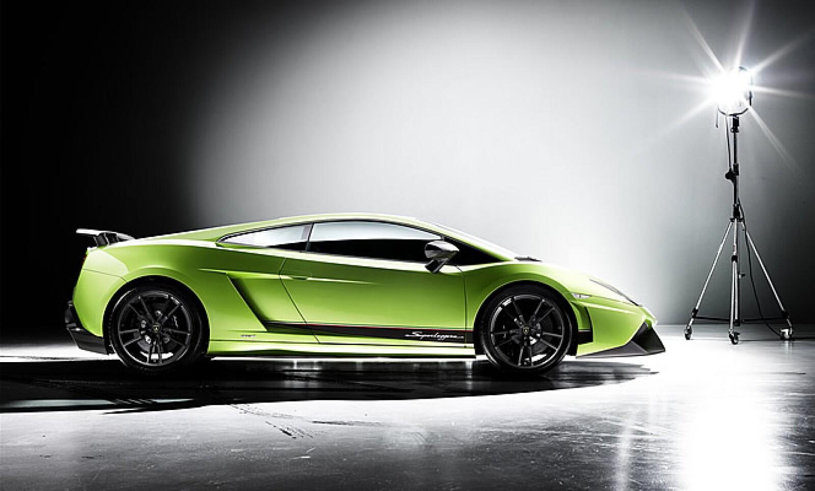 Presentado este 2010, es la más reciente creación de la firma de súper autos. Con un peso total de 1,410 kilógramos y una velocidad máxima de 325 km/h, sobresale por su motor V10 de 380 caballos de fuerza  y su emisión reducida de CO2.