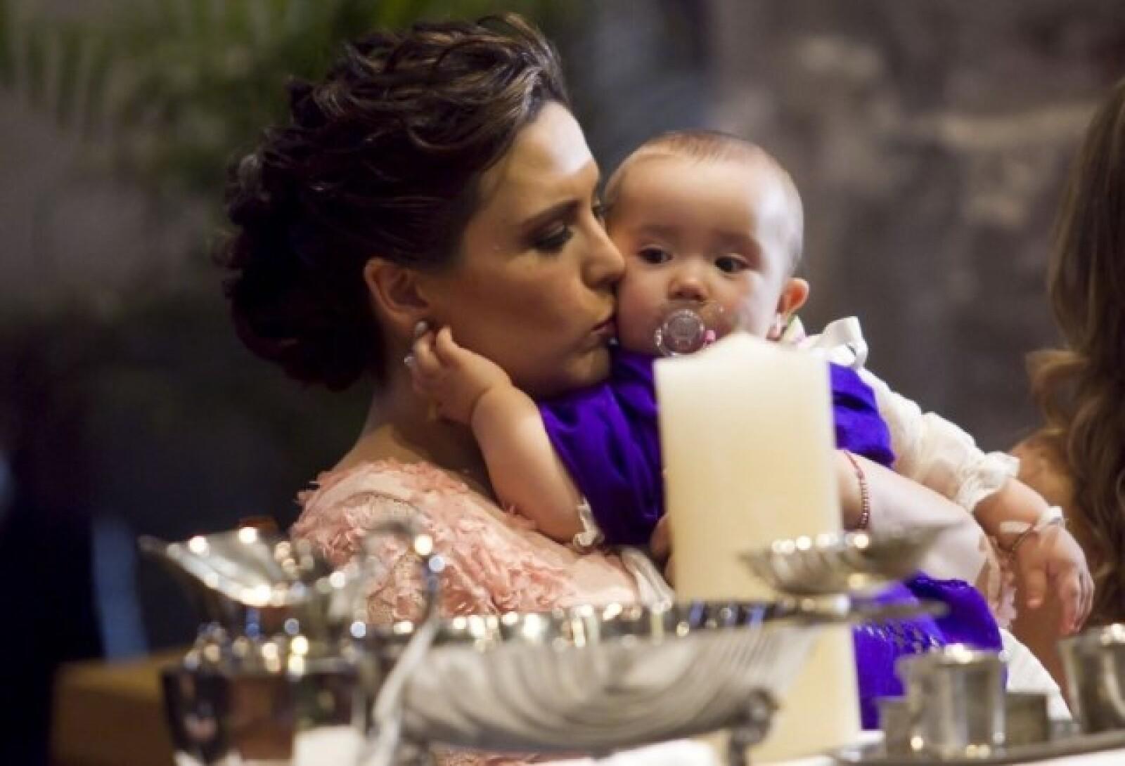 Angélica se mostró muy cariñosa con la pequeña Angeliquita.