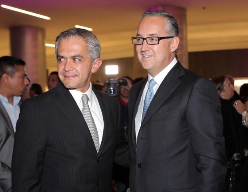 Miguel Ángel Mancera, candidato del PRD al gobierno capitalino, y Guillermo Salinas Pliego, presidente de grupo Avalanz.