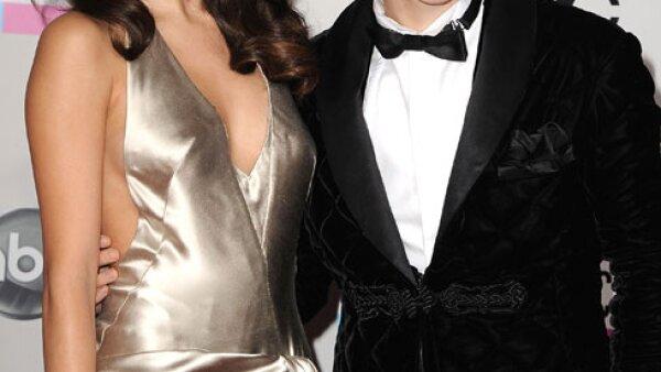 Justin Bieber y Selena Gomez, pese a que la joven pareja puso fin a su noviazgo en inicios de 2013, siguen frecuentándose como grandes amigos. Se les vio juntos  el Día de la Independencia y en el cumple de ella.