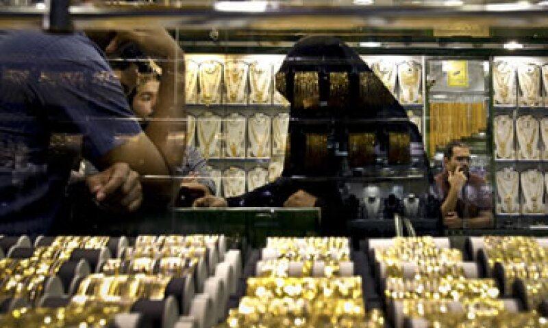 El emirato ha instalado refinerías de oro y fábricas de joyería. (Foto: AP)