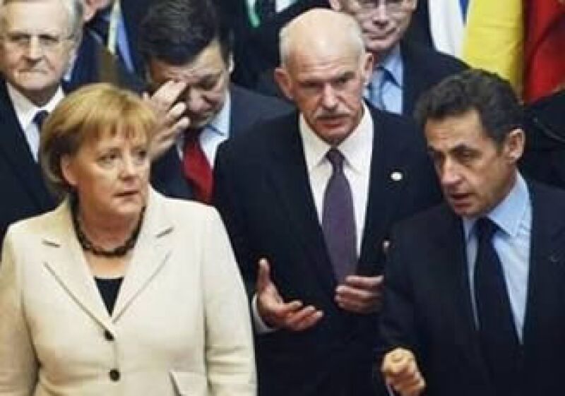 La canciller de Alemania, Angela Merkel, el primer ministro griego, George Papandreou y el mandatario francés Nicolás Sarkozy, fueron parte del encuentro por rescatar a la economía griega. (Foto: Reuters)