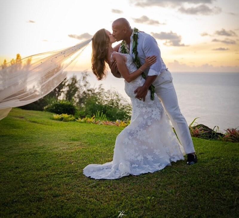 Resultado de imagen para Dwayne Johnson se casa con Lauren Hashian