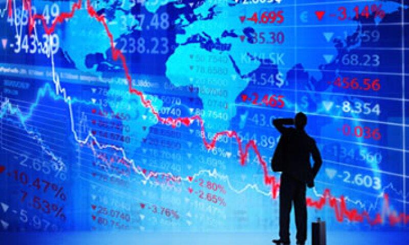 Las acciones en México cayeron por las preocupaciones globales en torno al llamado abismo fiscal. (Foto: Getty Images)