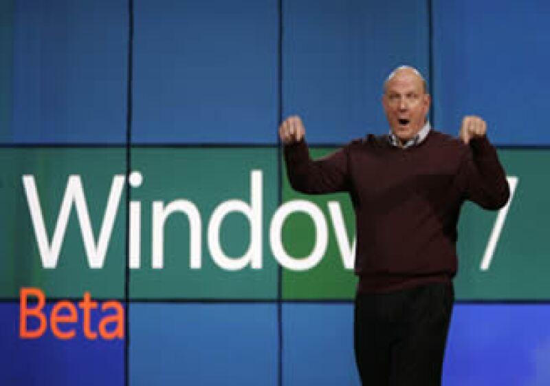 Steve Ballmer, el CEO de Microsoft presentó Windows 7 beta en enero del 2009.  (Foto: AP)