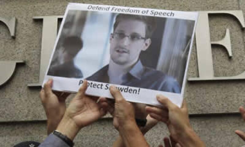 Edward Snowden enfrenta cargos penales en EU por filtrar información confidencial. (Foto: AP)