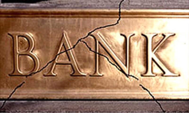 El problema es que los bancos de EU no quieren tomar riesgos y prefieren aferrarse al efectivo. (Foto: Cortesía Fortune)