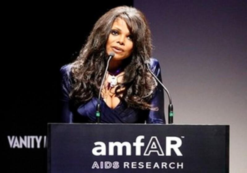 Janet Jackson, hermana del ícono pop, presidió en la subasta de la fundación amfAR.  (Foto: AP)
