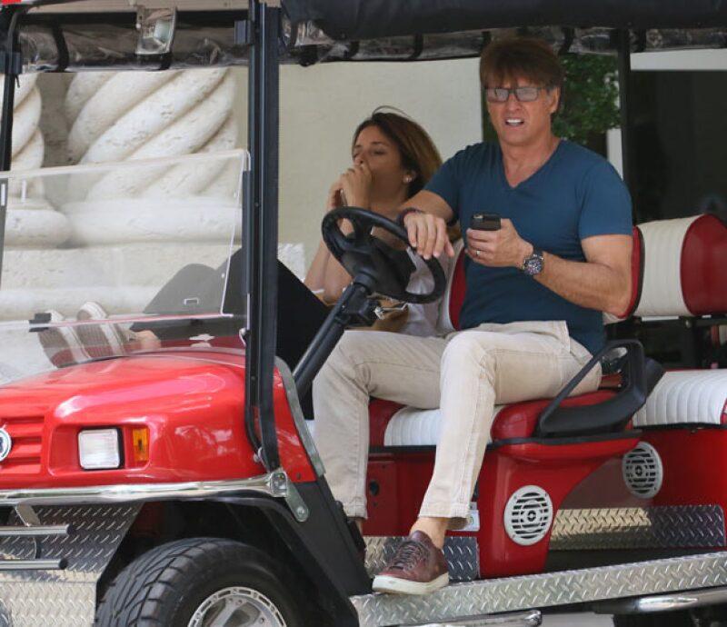 """La pareja de famosos fue captada disfrutando en un nuevo """"auto"""" muy divertidos, en su paseo por Miami."""