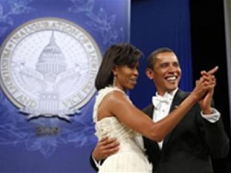 En el baile de juramentación del nuevo presidente ambos cerraron los ojos dejándose guiar por la melodía, como si hubieran estado solos. (Foto: Reuters)