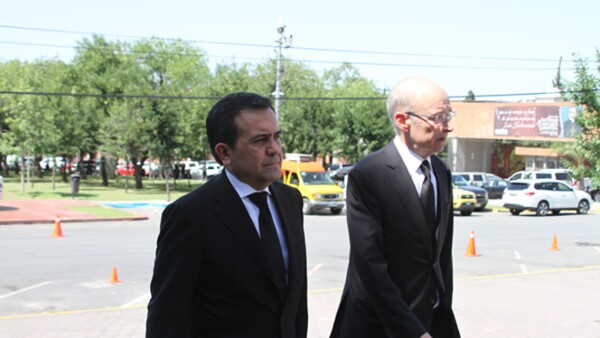 El titular de Economía, Ildefonso Guajardo, llegó en compañía de Dionisio Garza.