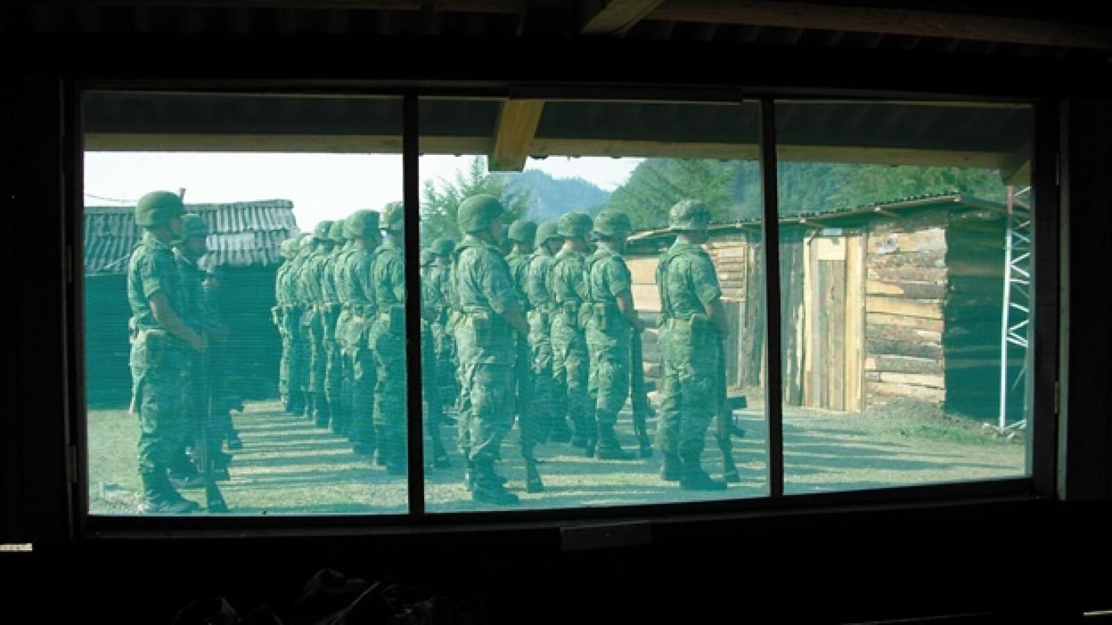 La base de Ixtlahuaco, ubicada entre la Sierra y Huasteca hidalguense, está adaptada con cabañas de madera donde los soldados viven hasta po