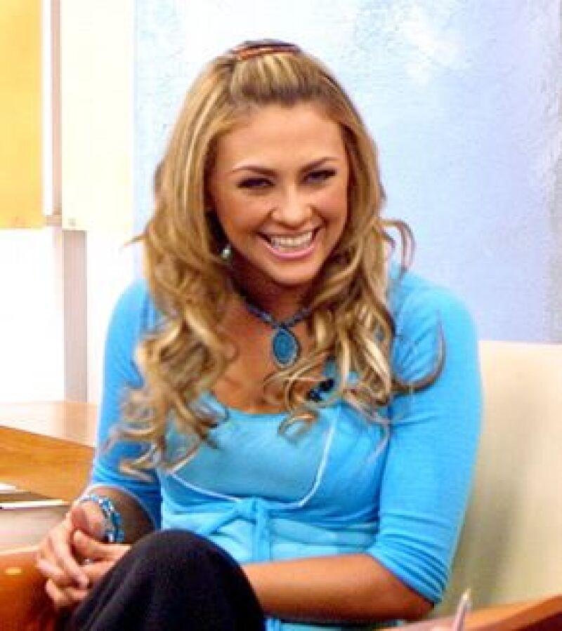 La actriz rechazó el protagónico de la telenovela de Carla Estrada, 'Sortilegio' pues asegura que prefiere cuidar a los dos hijos que tiene con Luis Miguel, Miguelito y Daniel.