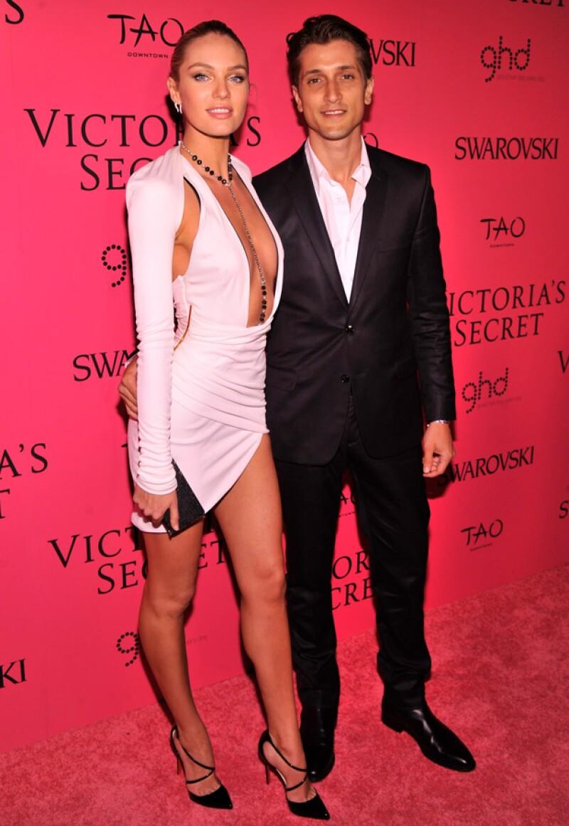 La modelo de Victoria's Secret se ha comprometido con su novio Hermann Nicoli, tras 10 años de relación.