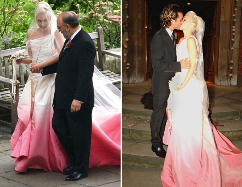 Gwen Stefani se casó de rosa.