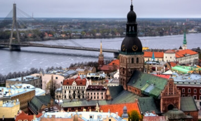 Aunque están preocupados por la adopción del euro, el 53% de los letones respalda a la unión monetaria. (Foto: Getty Images)
