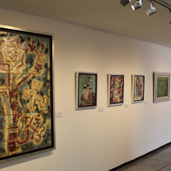 A los 14 años montó su primera exposición colectiva. Además de la pintura, escultura y el dibujo también realizó escenografias.