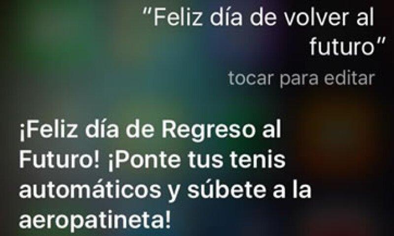 Este tipo de frases te dará Siri al preguntarle sobre el 21 de octubre de 2015 (Foto: Tomado de iPhone)