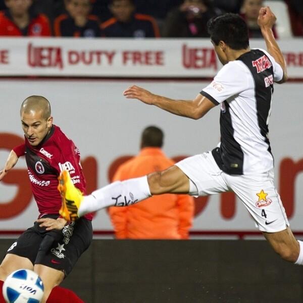 Tijuana remontó y venció a Monterrey 2-1