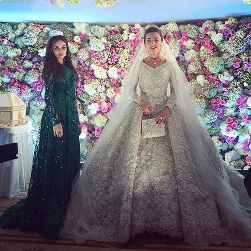 La novia lució un impresionante vestido de Elie Saab.