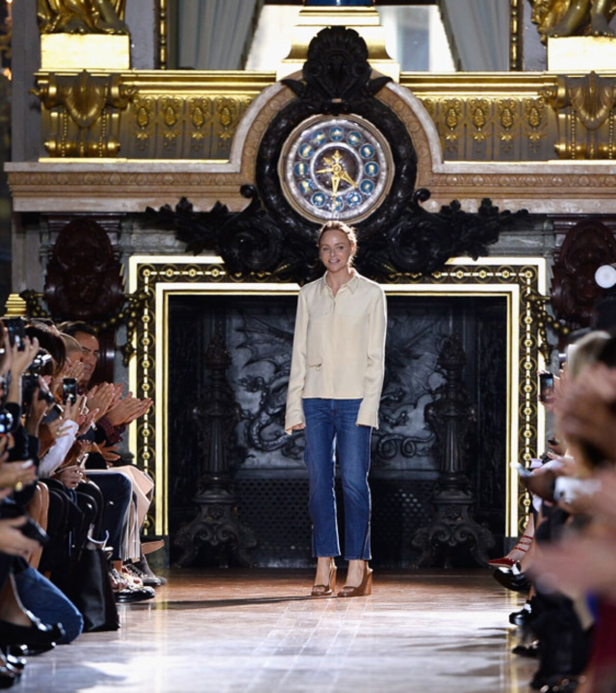 Stella McCartney reúne estrellas en Paris Fashion Week
