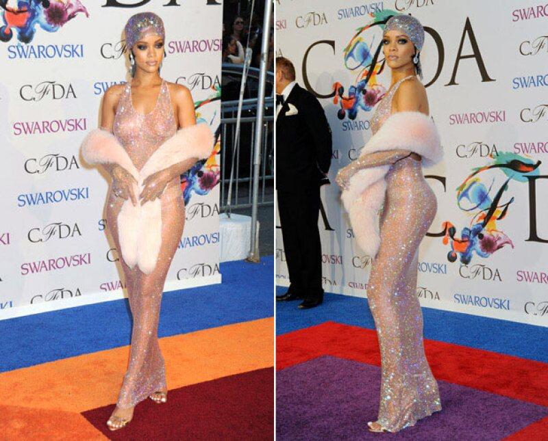 Rihanna no oculta su tatuaje, pero tampoco lo muestra debido a que está mal escrito.