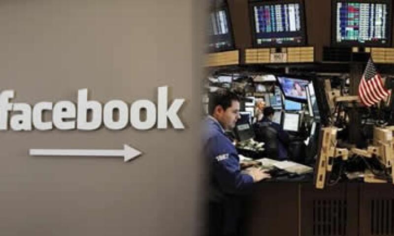 El mes pasado el presidente de operaciones de Facebook calificó de inevitable una OPI. (Foto: Reuters)