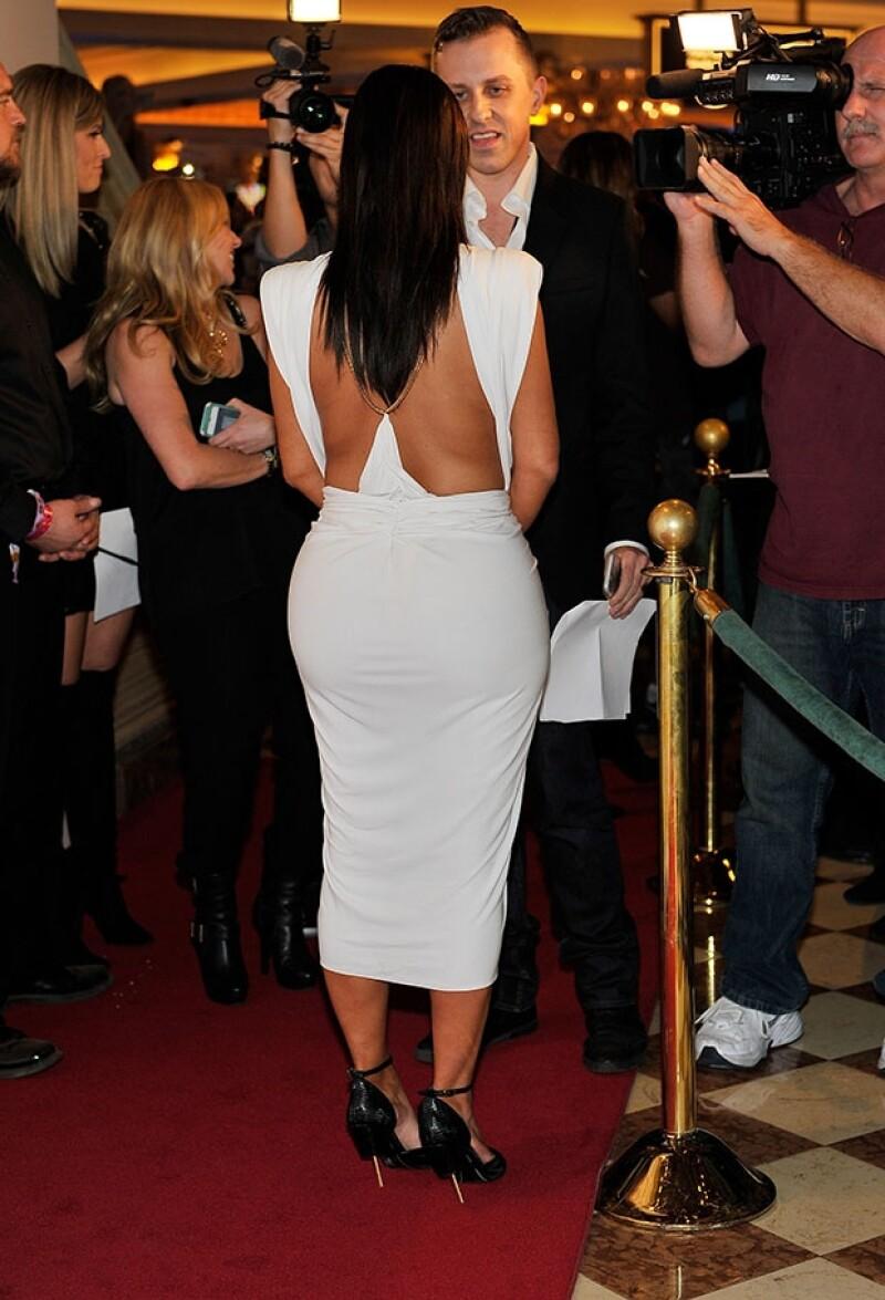 Así de escotado fue el vesido de Kim. ¿In o Out?