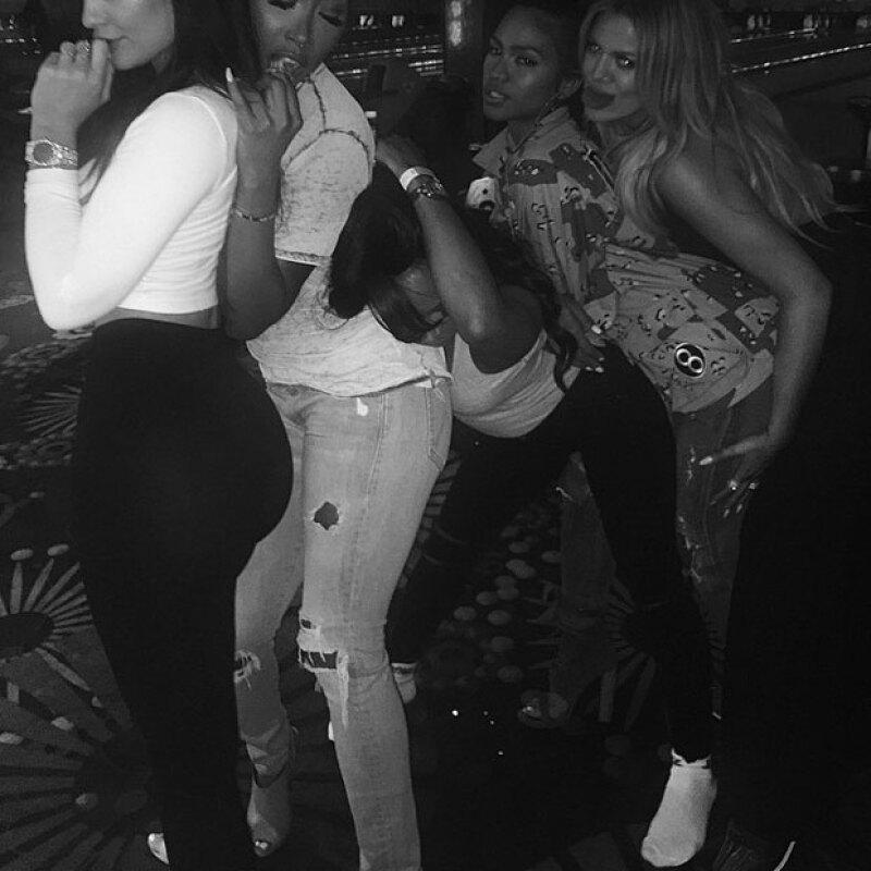Pero las Kardashian-Jenner no fueron las únicas en asistir al cumple de Khloé, pues la estrella de reality también estuvo acompañada por sus amigas.