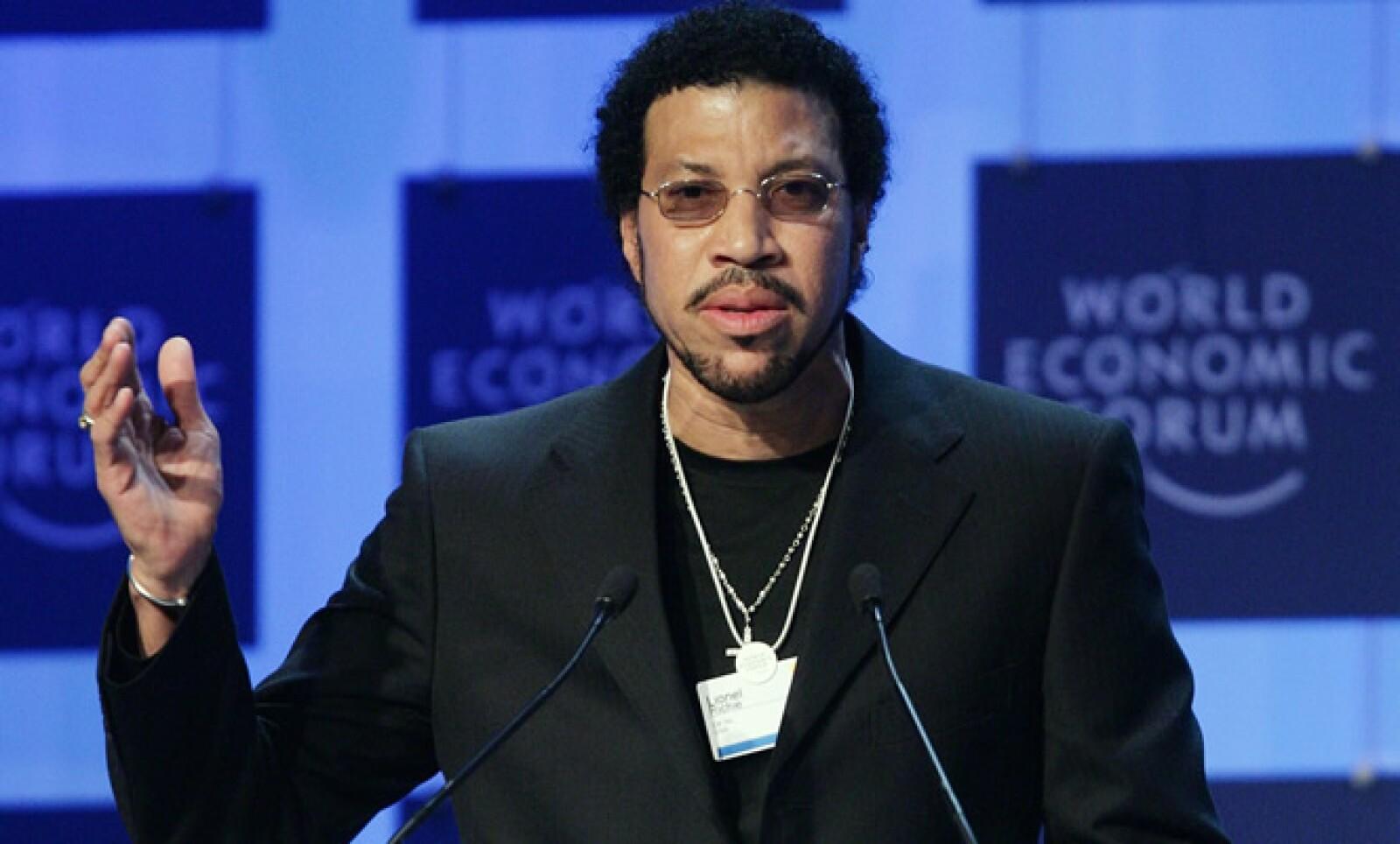 El músico estadounidense recibió el Premio Cristal, que reconoce aportaciones de los artistas para mejorar al planeta,  en 2005.