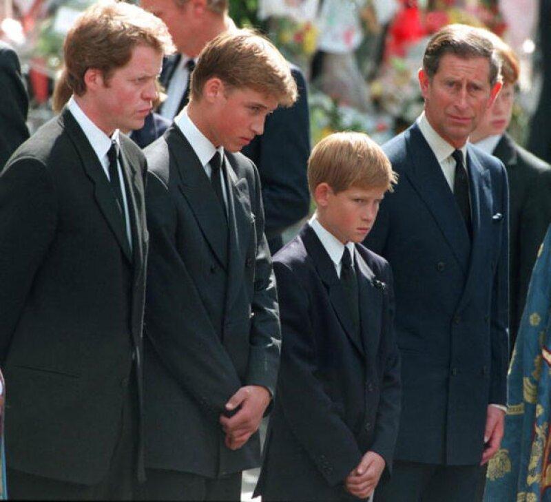 Después de la muerte de Lady Di, se llegó a un acuerdo con los medios de mantener la privacidad de William y Harry.