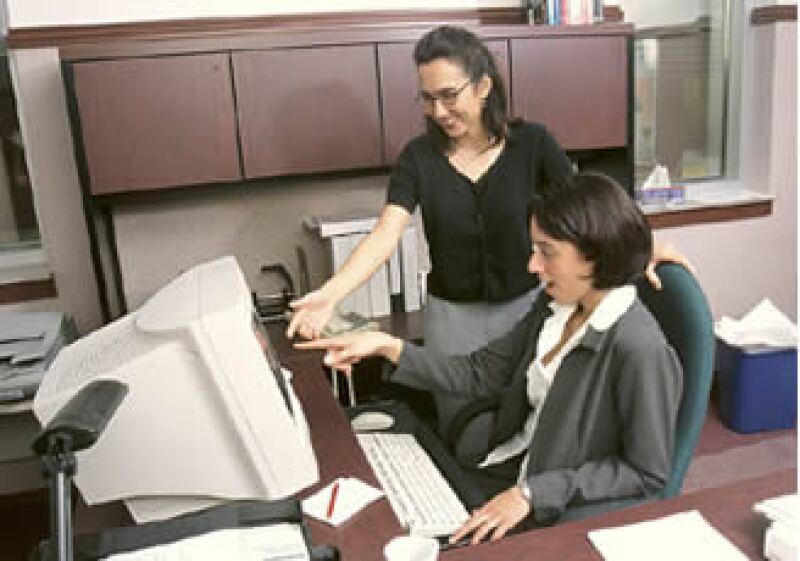 La dirección de una empresa debe saber elegir los programas de capacitación prioritarios para reducir gastos. (Foto: Jupiter Images)