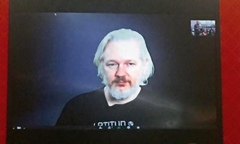 Assange en videoconferencia en la Cumbre Internacional de Datos Abiertos en la Ciudad de México. (Foto: Gabriela Chávez )