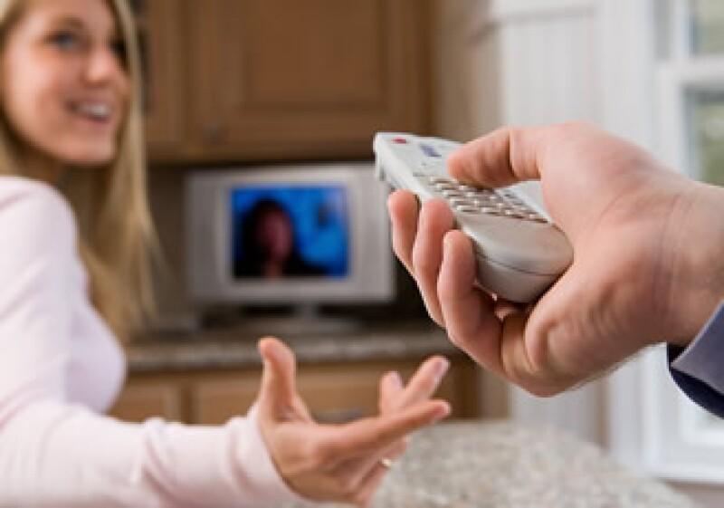 Comerciales invitan a oprimir un botón en el control remoto para recibir mayor información y si se oprime otro, se envía publicidad por correo. (Foto: Jupiter Images)