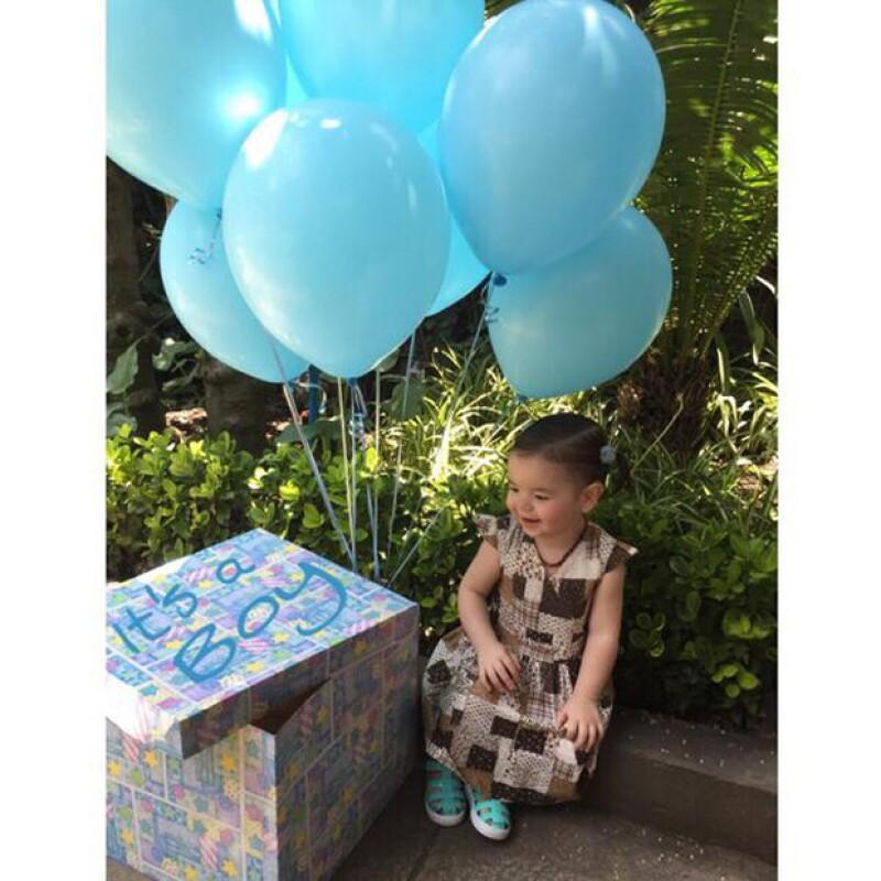 Regina, hija de Andrea y Pedro, revela que está esperando a su hermanito.