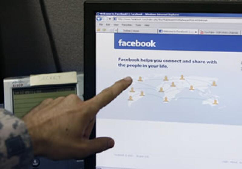 Facebook dijo que antes de aplicar los cambios los discutió con la Comisión de Comercio estadounidense. (Foto: AP)